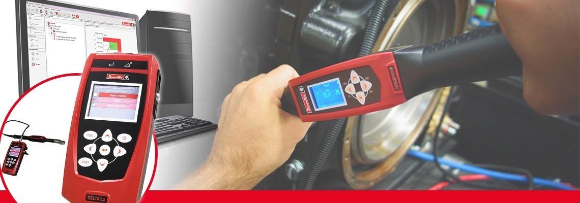 Nowa generacja analizatorów Delta to przenośne, komfortowe rozwiązanie pozwalające na monitorowanie wszystkich typów narzędzi produkcyjnych w tylko 500g.<br/>W połączeniu ze standardowymi przetwornikami firmy Desoutter typu DRT lub DST, urządzenie umożliwia kalibrację narzędzi udarowych, wkrętarek elektrycznych lub kluczy dynamometrycznych. Cała seria jest podzielona na narzędzia tylko do pomiaru momentu (DELTA 1D), do pomiaru momentu i kąta (Delta 6D) oraz narzędzia do kontroli momentu resztkowego za pomocą klucza DWTA (Delta 7D).<br/>